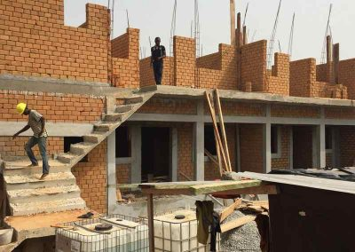 Bâtiment R+1 en briques de terre stabilisé